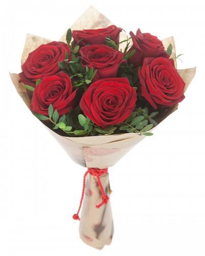 Красивый букет из роз (7 шт)